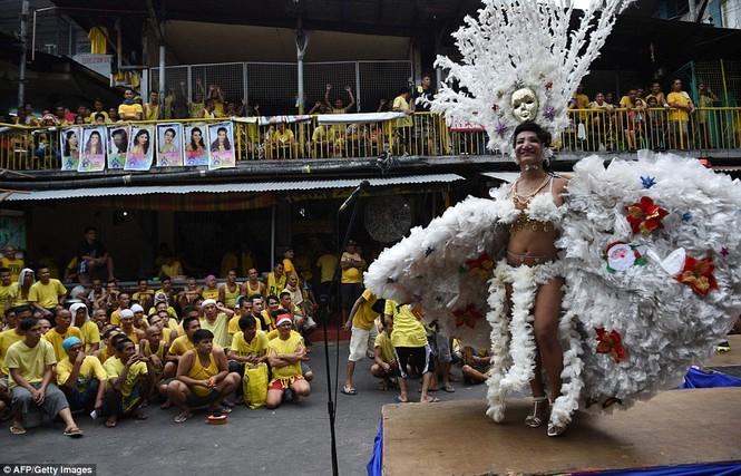 Rộn ràng cuộc thi hoa hậu đồng tính trong nhà tù Philippines - ảnh 1