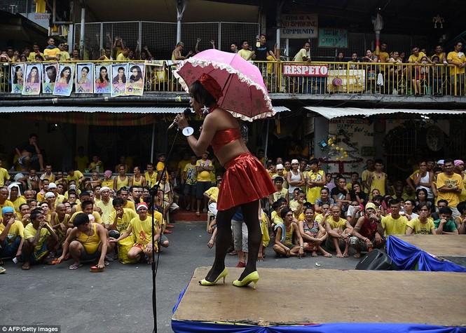 Rộn ràng cuộc thi hoa hậu đồng tính trong nhà tù Philippines - ảnh 2
