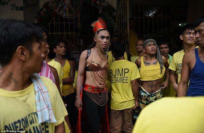 Rộn ràng cuộc thi hoa hậu đồng tính trong nhà tù Philippines - ảnh 4