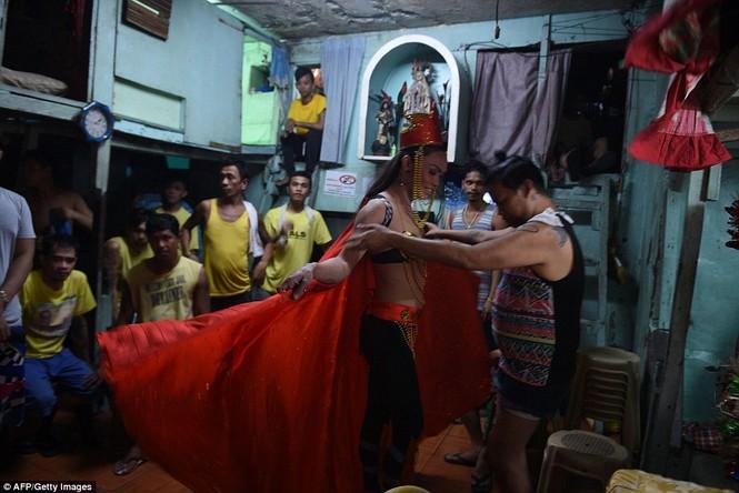 Rộn ràng cuộc thi hoa hậu đồng tính trong nhà tù Philippines - ảnh 5