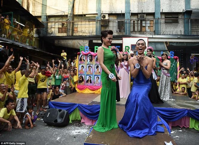 Rộn ràng cuộc thi hoa hậu đồng tính trong nhà tù Philippines - ảnh 6