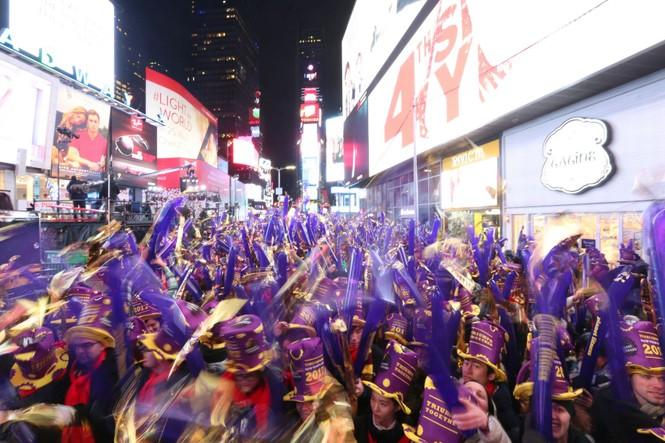 Hoành tráng màn hạ cầu mừng năm mới trên Quảng trường Thời đại - ảnh 9