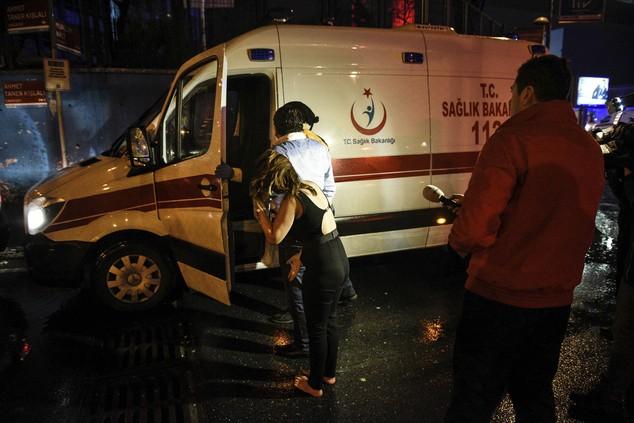 Hiện trường vụ xả súng kinh hoàng đêm giao thừa ở Thổ Nhĩ Kỳ - ảnh 3