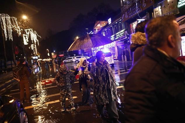 Hiện trường vụ xả súng kinh hoàng đêm giao thừa ở Thổ Nhĩ Kỳ - ảnh 4