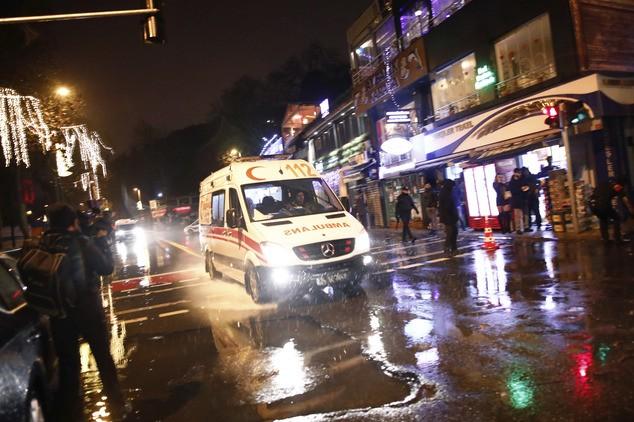 Hiện trường vụ xả súng kinh hoàng đêm giao thừa ở Thổ Nhĩ Kỳ - ảnh 5