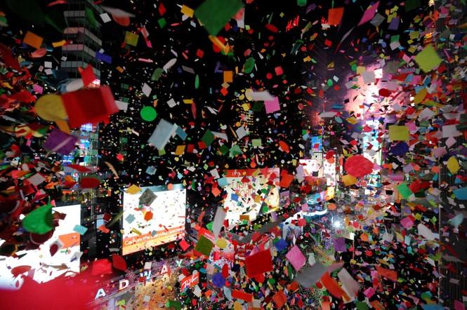 Hoành tráng màn hạ cầu mừng năm mới trên Quảng trường Thời đại - ảnh 6