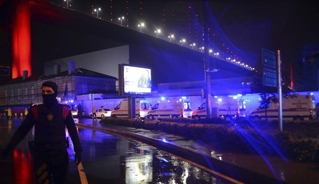 Hiện trường vụ xả súng kinh hoàng đêm giao thừa ở Thổ Nhĩ Kỳ - ảnh 6