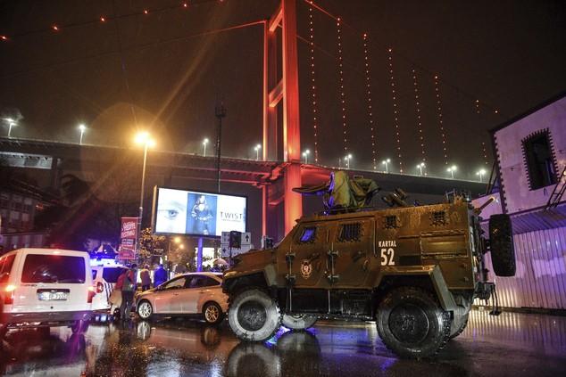 Hiện trường vụ xả súng kinh hoàng đêm giao thừa ở Thổ Nhĩ Kỳ - ảnh 7