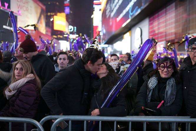 Hoành tráng màn hạ cầu mừng năm mới trên Quảng trường Thời đại - ảnh 7