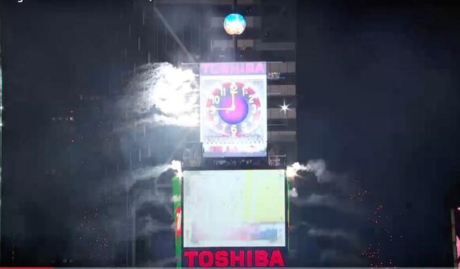 Hoành tráng màn hạ cầu mừng năm mới trên Quảng trường Thời đại - ảnh 5