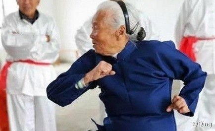 90 năm luyện võ, cụ bà múa côn, đi quyền khiến trai tráng phát hờn - ảnh 6