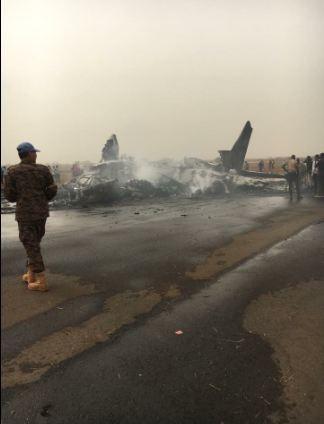 Máy bay chở 44 người rơi xuống đường băng, vỡ tan tành - ảnh 5