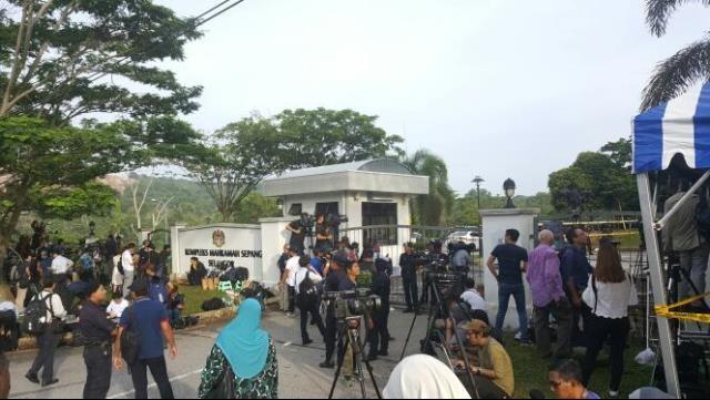 Đoàn Thị Hương mặc áo chống đạn đến tòa - ảnh 1