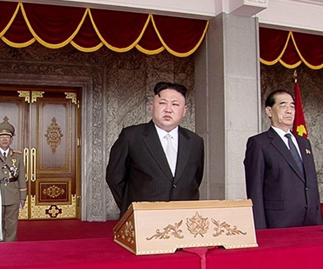 Cận cảnh cuộc duyệt binh hoành tráng nhất lịch sử CHDCND Triều Tiên - ảnh 2