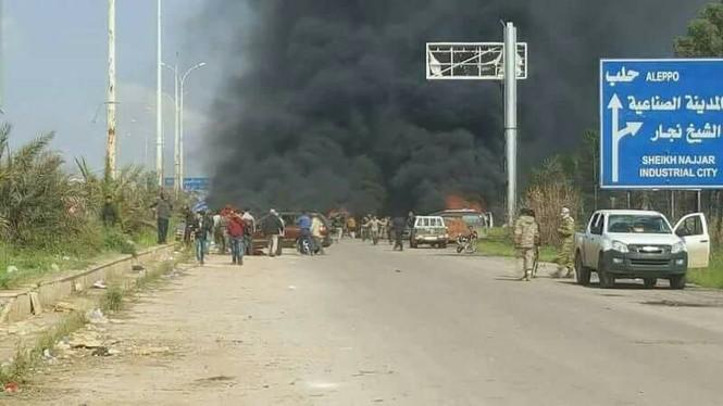 Syria: Đánh bom đoàn xe sơ tán, 70 người thiệt mạng - ảnh 2