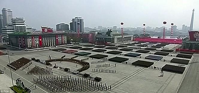 Cận cảnh cuộc duyệt binh hoành tráng nhất lịch sử CHDCND Triều Tiên - ảnh 3