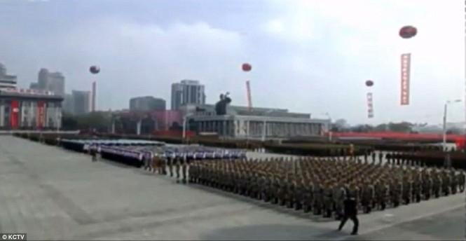 Cận cảnh cuộc duyệt binh hoành tráng nhất lịch sử CHDCND Triều Tiên - ảnh 4