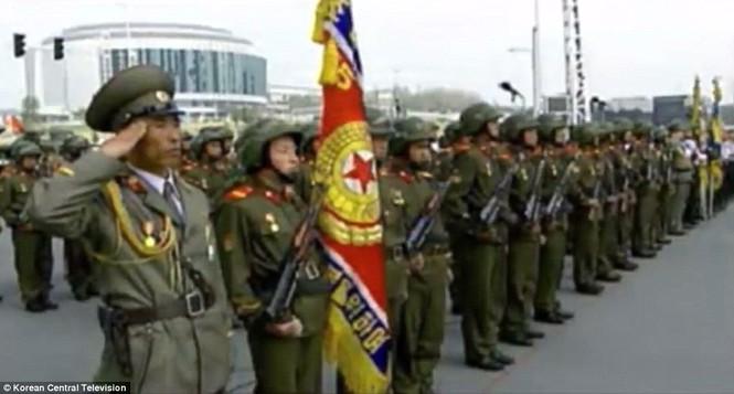 Cận cảnh cuộc duyệt binh hoành tráng nhất lịch sử CHDCND Triều Tiên - ảnh 5