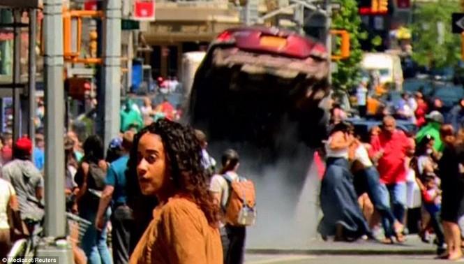 Hãi hùng xe điên lao vào người đi bộ trên Quảng trường Thời đại - ảnh 6