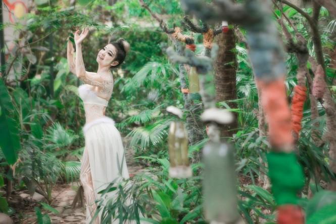 Sốc với nụ hôn đồng giới của nữ nghệ sỹ trình diễn Bùi Thanh Lê - ảnh 4