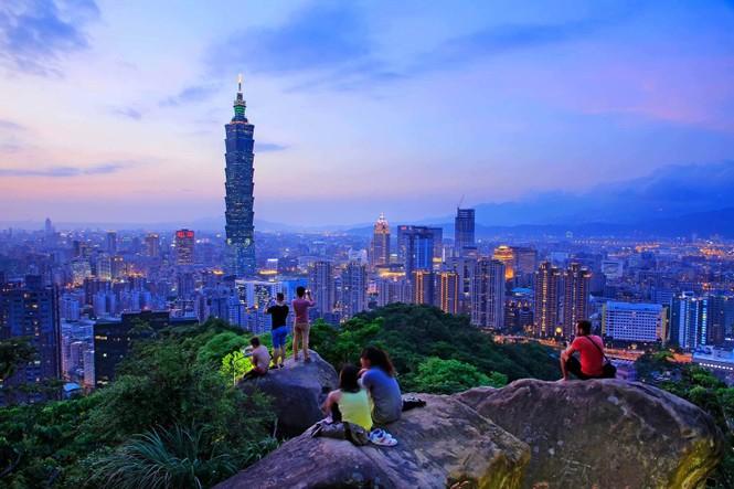 """Hàn Quốc, Hồng Kông """"đốt nóng"""" mùa dành cho phái đẹp - ảnh 3"""