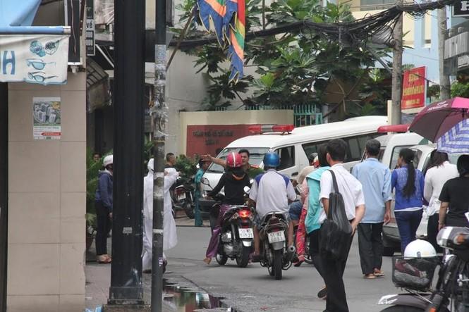 TPHCM: Nổ súng ở UBND phường, 1 người nghi tự sát - ảnh 1