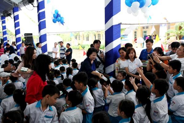 Quỹ sữa Vươn cao Việt Nam tiếp tục tặng sữa cho trẻ em tại Cần Thơ - ảnh 1