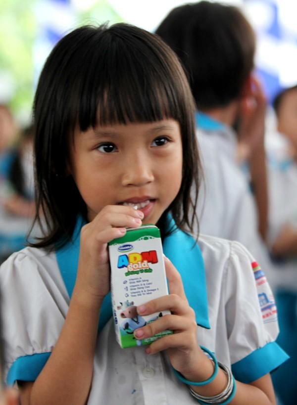Quỹ sữa Vươn cao Việt Nam tiếp tục tặng sữa cho trẻ em tại Cần Thơ - ảnh 7