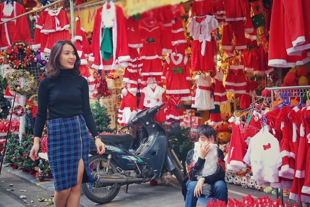 Hoa khôi ĐH Quốc gia Hà Nội duyên dáng đón Noel - ảnh 9
