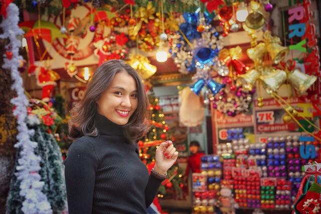 Hoa khôi ĐH Quốc gia Hà Nội duyên dáng đón Noel - ảnh 10
