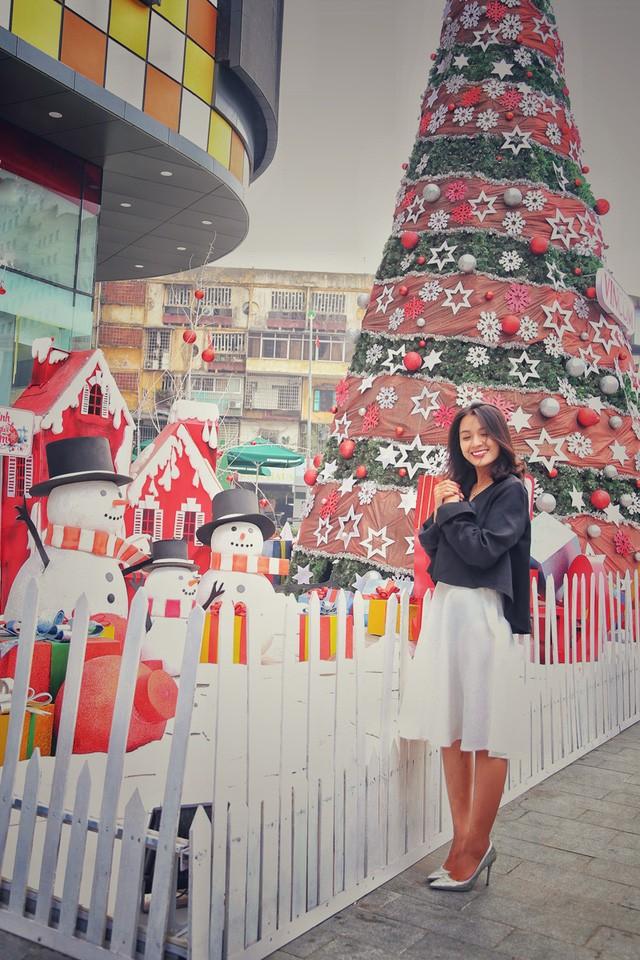 Hoa khôi ĐH Quốc gia Hà Nội duyên dáng đón Noel - ảnh 1