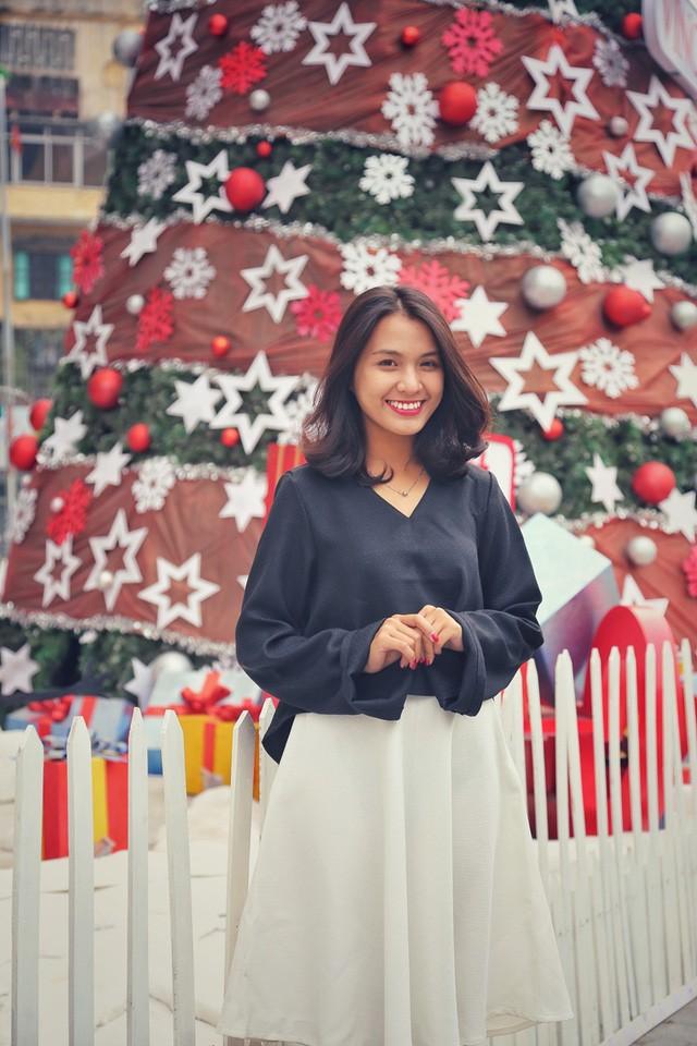 Hoa khôi ĐH Quốc gia Hà Nội duyên dáng đón Noel - ảnh 4