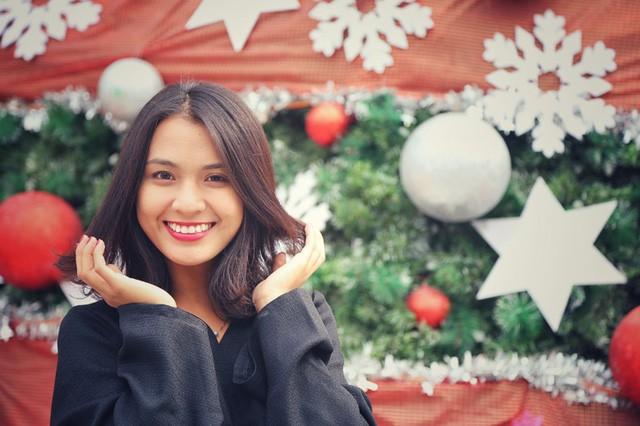 Hoa khôi ĐH Quốc gia Hà Nội duyên dáng đón Noel - ảnh 5