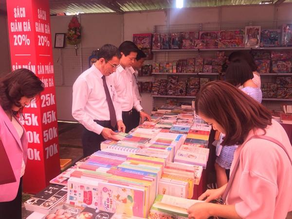 Nhà sách Tiền Phong khuyến mãi lớn tại 'Ngày Sách Việt Nam' ở tỉnh Bắc Ninh - ảnh 2