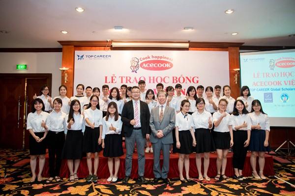 Acecook Việt Nam trao 60 học bổng đồng hành cùng sinh viên vượt khó - ảnh 2