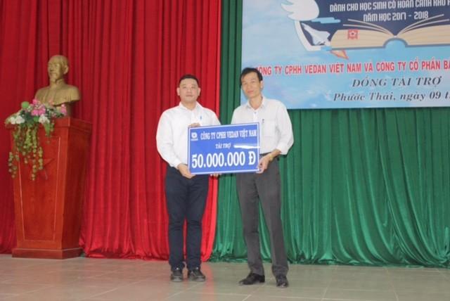 Vedan trao học bổng 'Tiếp sức đến trường' cho học sinh xã Phước Thái  - ảnh 1