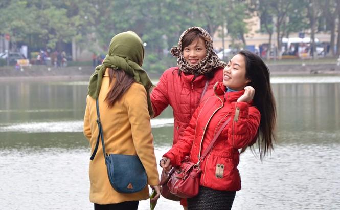 Người Hà Nội co ro trong gió mùa - ảnh 7