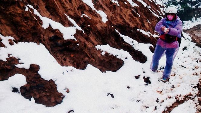 """Dân """"phượt"""" vượt đường lầy lội lên Y Tý ngắm tuyết - ảnh 8"""