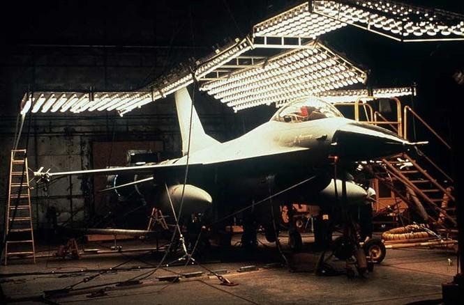 Vùi các siêu máy bay chiến đấu trong băng tuyết - ảnh 1