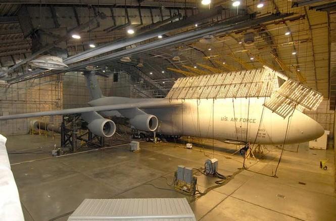 Vùi các siêu máy bay chiến đấu trong băng tuyết - ảnh 2