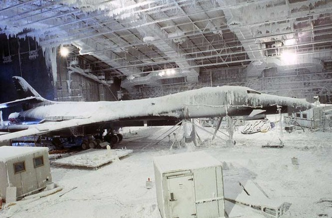 Vùi các siêu máy bay chiến đấu trong băng tuyết - ảnh 4