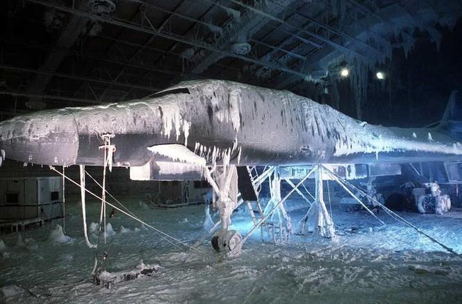 Vùi các siêu máy bay chiến đấu trong băng tuyết - ảnh 5