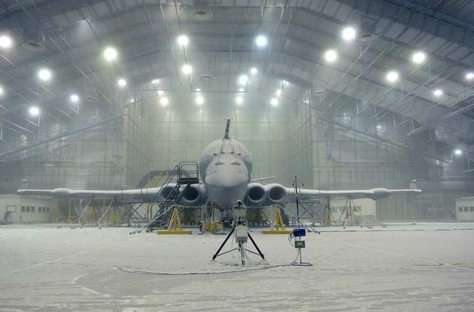 Vùi các siêu máy bay chiến đấu trong băng tuyết - ảnh 7