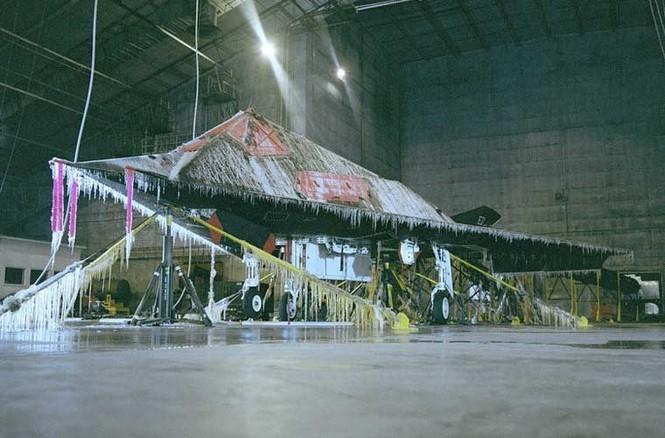 Vùi các siêu máy bay chiến đấu trong băng tuyết - ảnh 8