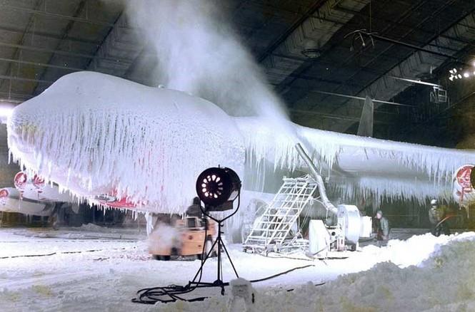Vùi các siêu máy bay chiến đấu trong băng tuyết - ảnh 9