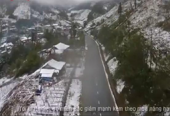 10 video 'hot': Đang lái máy xúc bị khối đá chục tấn đè bẹp - ảnh 10