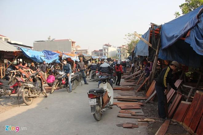 Chợ gỗ trắc vụn độc đáo tại ngôi làng giàu nhất Việt Nam  - ảnh 1