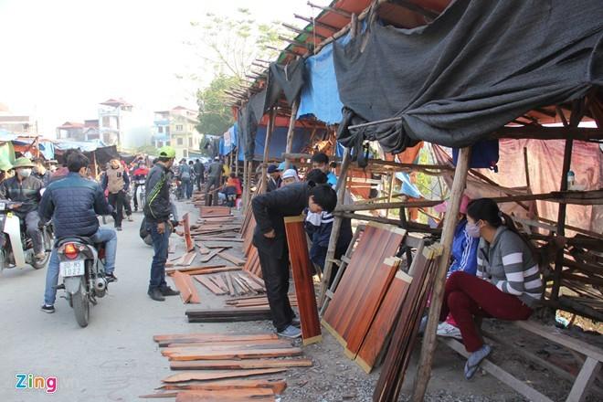 Chợ gỗ trắc vụn độc đáo tại ngôi làng giàu nhất Việt Nam  - ảnh 2