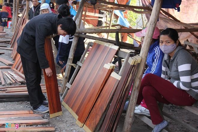 Chợ gỗ trắc vụn độc đáo tại ngôi làng giàu nhất Việt Nam  - ảnh 3