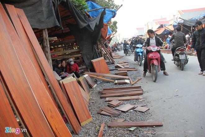 Chợ gỗ trắc vụn độc đáo tại ngôi làng giàu nhất Việt Nam  - ảnh 4